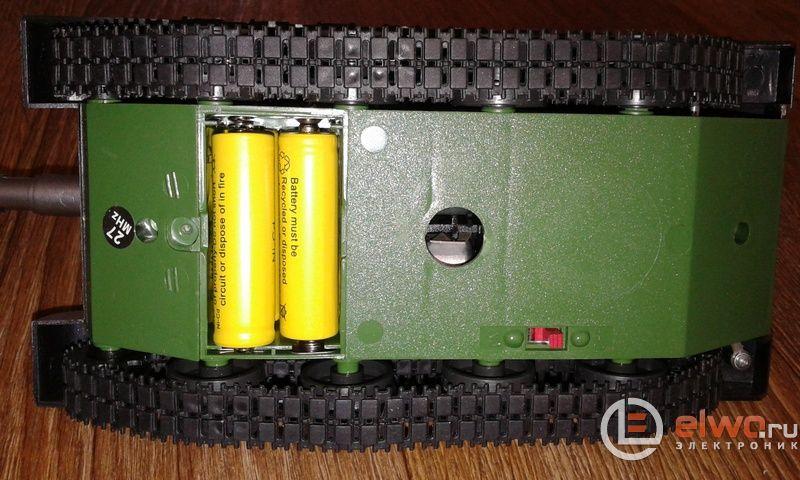 Батареи необходимо вставить в отсек на дне