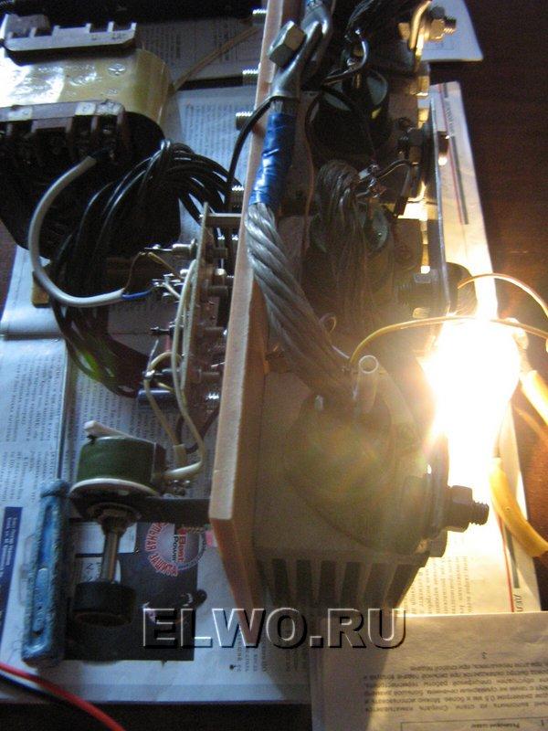 Сварочный аппарат на испытании лампой